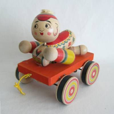 Yajiro Traditional Pull Toy Baby on Wagon