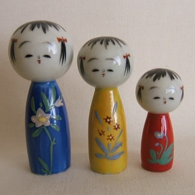 Kiyomizu Porcelain Floral Kokeshi Set of Three Dolls